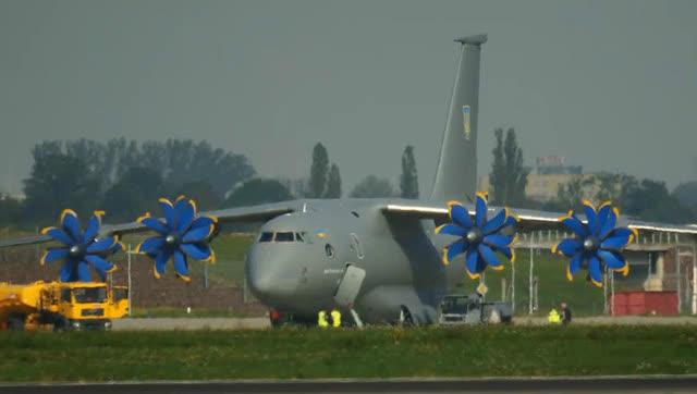 安东诺夫an-70飞机起飞过程