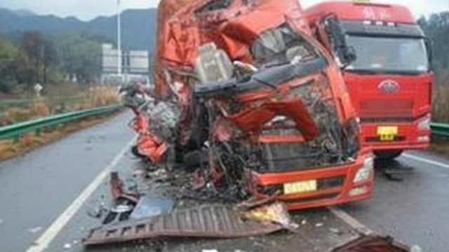 大货车司机猛踩刹车 反应速度真快,明智的选择