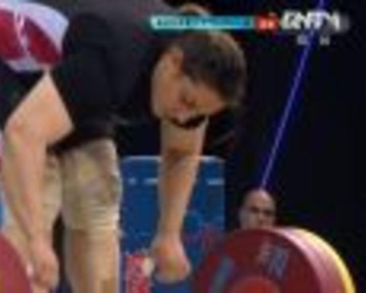 视频:女举75kg以上级 拉马丹第1举150kg成功