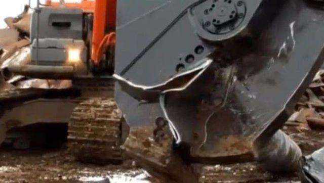 咬合力惊人的挖掘机液压钳图片