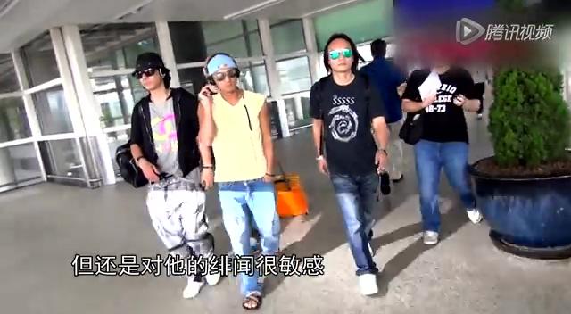组图:谢霆锋低调现身上海机场
