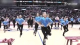 NBA赛场萝莉啦啦队超萌舞蹈 正太扮绅士舞动全场