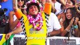 视频:巴西冲浪王挑战十米高巨浪 动作美如画