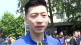 国乒出征粉丝送行 刘国梁:他们是球队的助推力