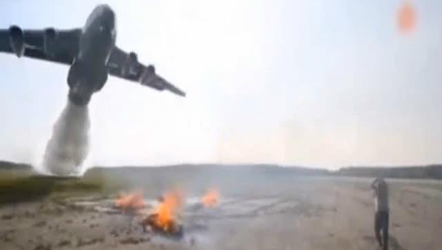 实拍俄罗斯消防飞机灭火全过程
