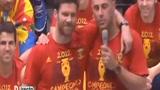 视频:西班牙巡游酒助兴 阿隆索醉卧雷纳怀抱