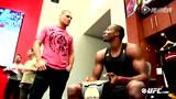 视频:UFC高手造访火箭 魔兽举金腰带致辞