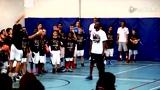 视频:科比手把手教小球员 飞侠传授上篮技巧