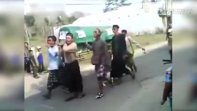 在印度尼西亚举办的一个葬礼上