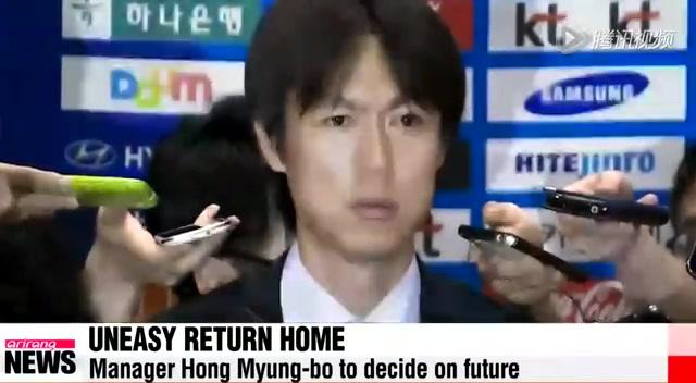 韩国国家队回国遭球迷讽刺 主帅鞠躬致歉截图