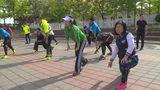视频:腾讯跑步训练营 初夏跑起来 萌娃玩平板