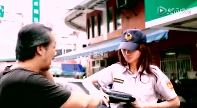 台美女穿超短裙扮女警演反酒驾宣传片遭批