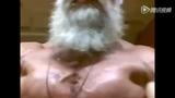 真实版龟仙人惊悚自拍 62岁大爷晒劲爆肌肉照