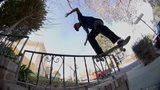 视频:牛人滑板街头炫特技 爬墙飞越无所不能