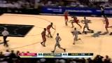 视频:魔兽篮下强攻受阻 帕克快攻一条龙1打2