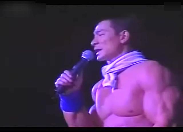 刘德华演唱会上痛哭2004截图图片