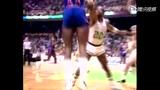 视频:NBA光辉瞬间 乔丹世纪飞扣麦蒂回眸笑