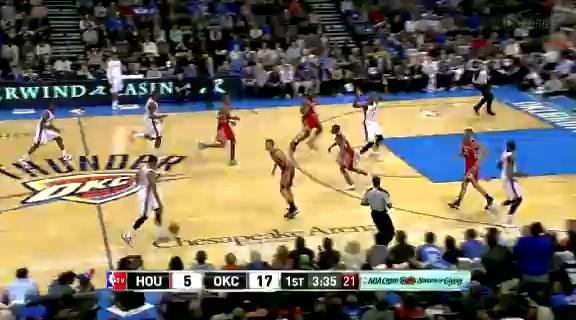 霍华德篮下未进 雷霆全员抢板杰克逊三分稳进