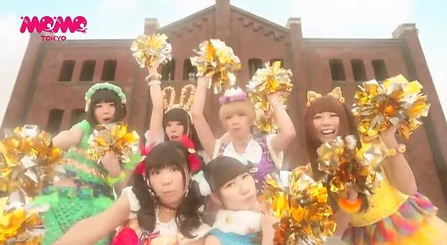 组图:日本少女偶像趴床制服诱惑