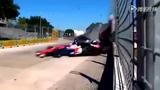 最刺激极速赛车惊险一幕 两车弯道相撞粉身碎骨