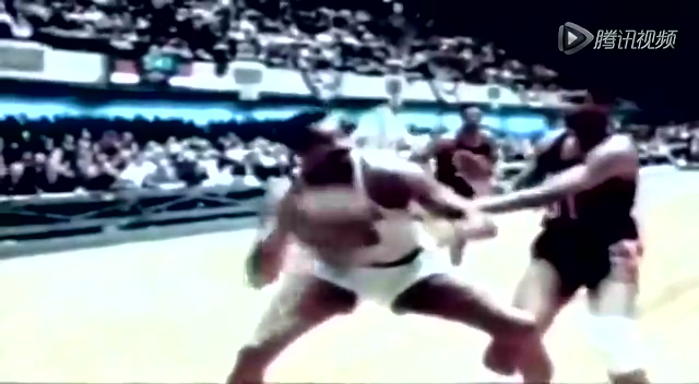 张伯伦老影像回顾霸气生涯 接球360°转身劈扣截图