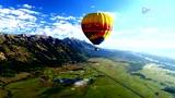 巨型热气球跳伞+翼装飞行混搭 集体游玩顿感高大上