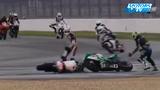 搞笑!摩托车不寻常事故 车头互缠难解难分