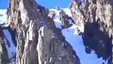实拍山地摩托雪山遇险 超高速惊悚直线坠落