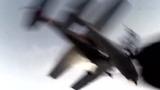 两飞机相撞爆炸命悬一线 实拍跳伞者真实大脱逃