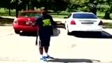 视频:少年复制科比飞跑车酿惨剧 直接被撞飞