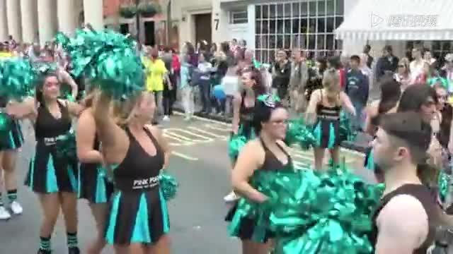 激情四射!伦敦同性恋嘉年华现场大狂欢