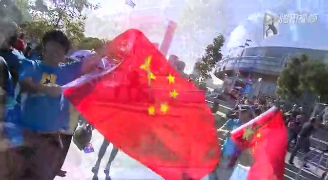 大战在即!中国美女球迷疯狂支持李娜截图