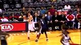 视频:阿伦抬手断球下快攻 米勒助攻轻松暴扣