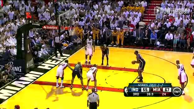 视频-罚球违例案例 进攻方球员提前进线截图