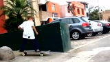秘鲁五岁极限滑板神童 炫目花式技巧惊呆路人