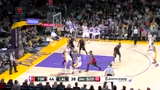 视频:科比投篮命中 连续假动作后仰打板得分