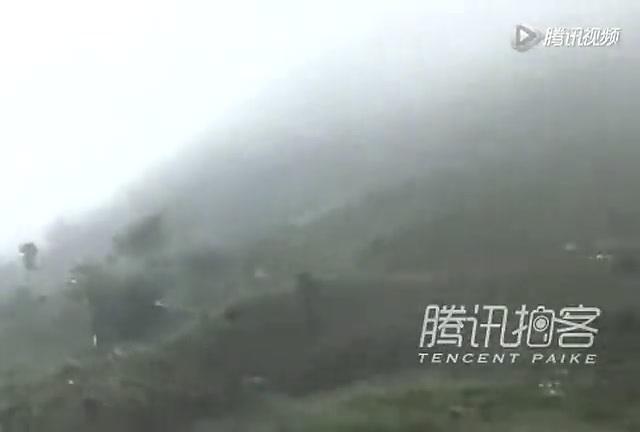 一名女志愿者在向芦山灾区送药途中遇坠石遇难