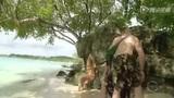 SI宝贝丛林沙滩性感写真 裸身海水中捞泳衣