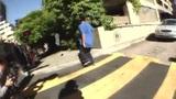 美型滑板少年逆天刷街 如履平地路人都看傻了