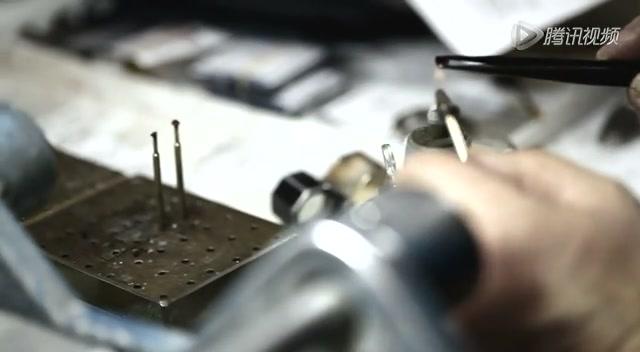 细节展现高级腕表的完美手工流程截图