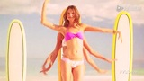 长腿嫩模海滩俏皮跳舞 浪花拍美女冲浪也甜美