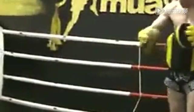 不到10岁小孩子的泰拳训练 残暴格斗从娃娃抓起截图