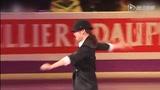 金妍儿证明男装也可上冰场 冰上公主扮MJ完美表演