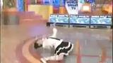 前所未见的日本女子柔体机械舞 摆惊人一字马也能移动走路