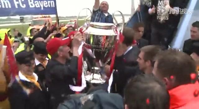 拜仁带欧冠奖杯凯旋 拉姆直言将尽情享受截图