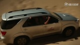 体育画报超模沙漠实景摄影 与土著居民演唯美剧情