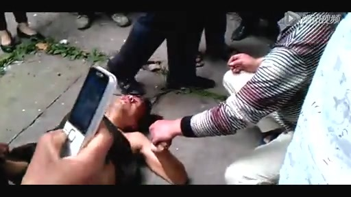 雅安7.0级地震重庆一男子从4楼跳下来截图