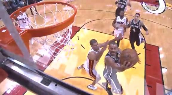 视频:帕克灵动脚步突破 巴队被晃晕眼看球进