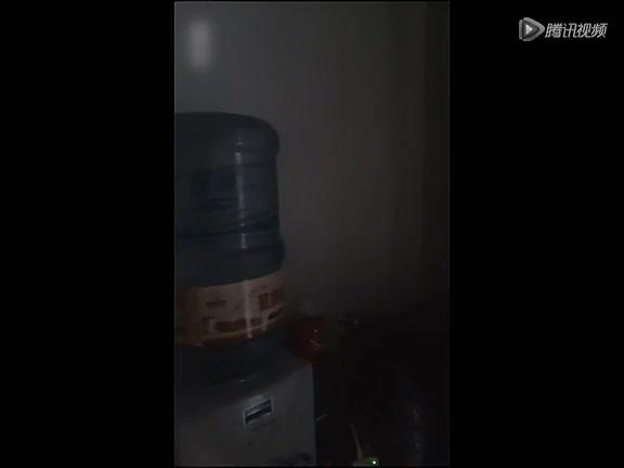 实拍甘肃6.6级地震 西安市民家中水桶震荡截图