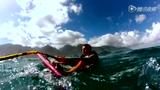 美女挑战极限只为冲浪 不畏艰难征服大海追梦之行